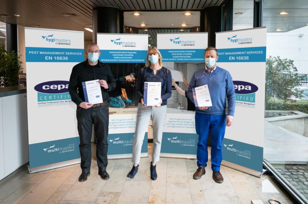 Hygi Masters, représenté par manager Patrick Houtmeyers (droite) et par Tom Liottier (quality manager du Multi Masters Group, gauche), reçoit le certificat européen CEPA.