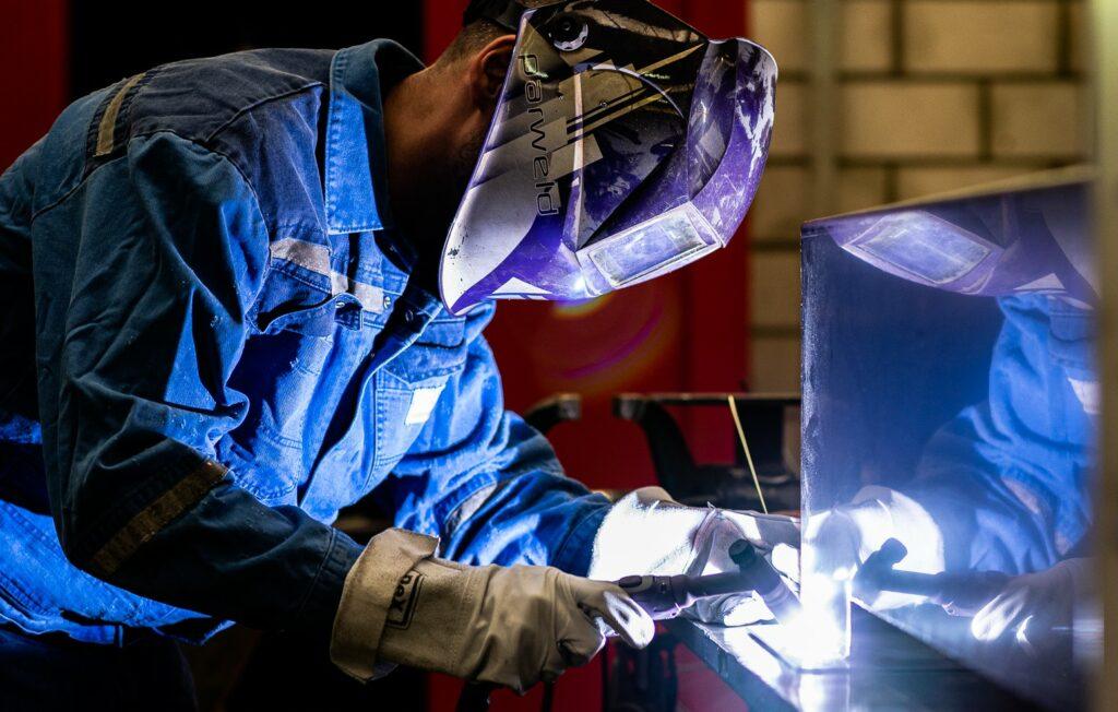 EN 1090 norm voor staalbouw / Norme EN 1090 pour les entreprises de saudage et de construction / EN 1090 standard for welding and construction companies