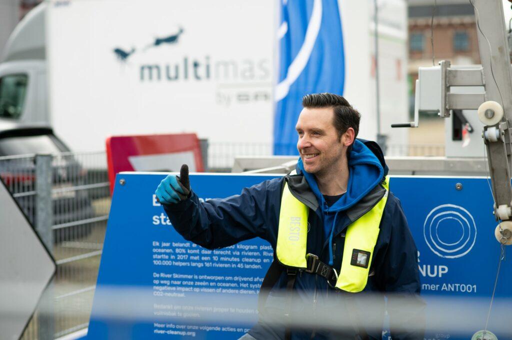 Thomas De groote et River Cleanup lutte contre les déchets sauvages.