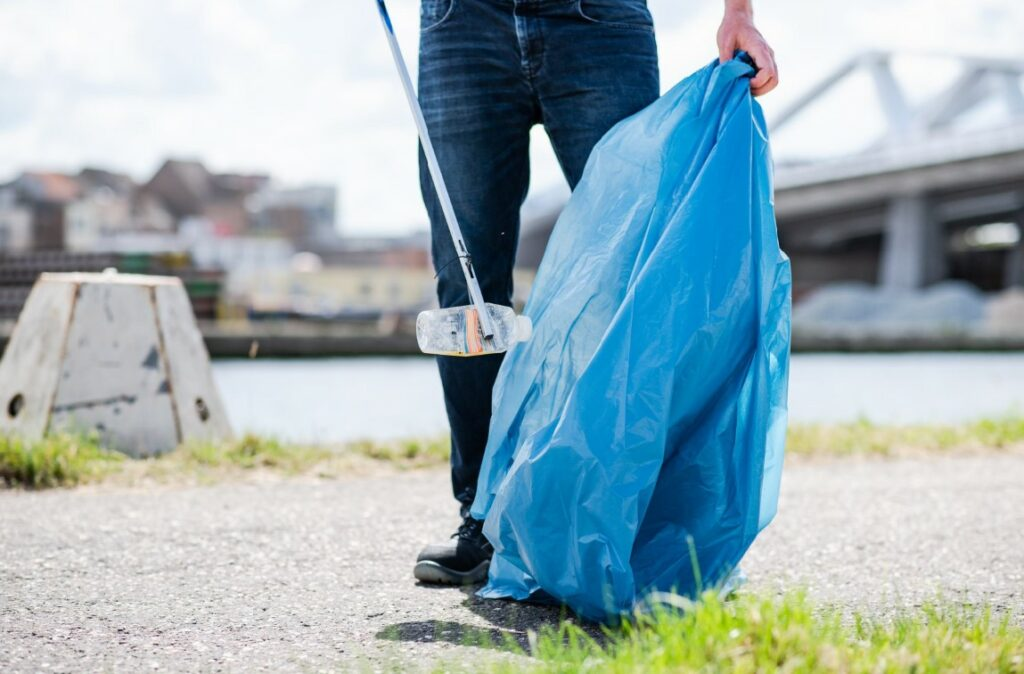 River Cleanup World: a world wide action against litter on 6 June 2021.