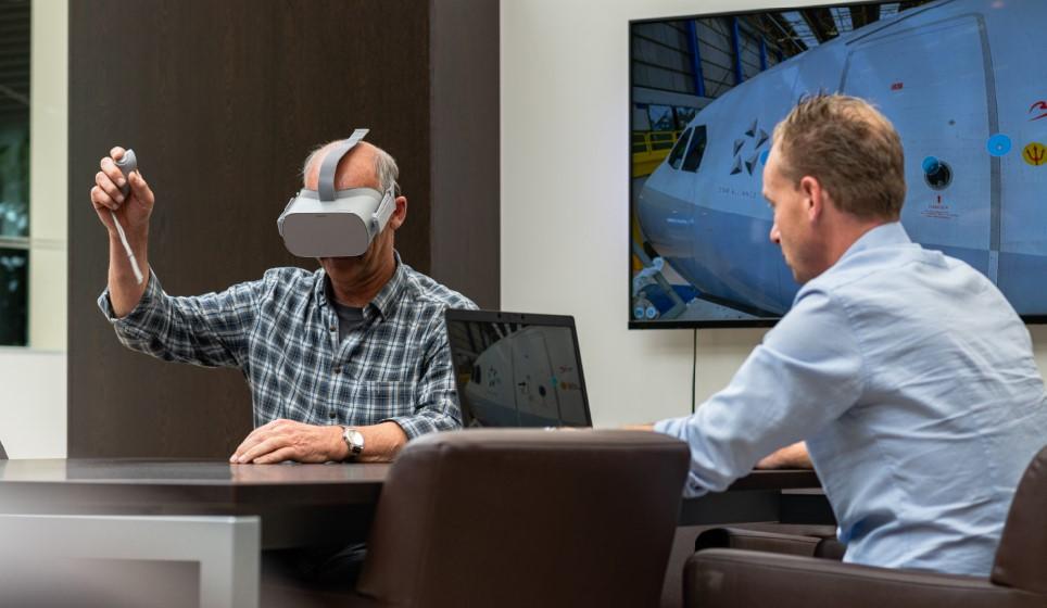 Wanneer de omstandigheden het niet toelaten om een goede training-on-the-job te voorzien, geven wij een opleiding met behulp van een VR-bril. Dit is een van de vele voorbeelden van maatschappelijk verantwoord ondernemen binnen Multi Masters Group.