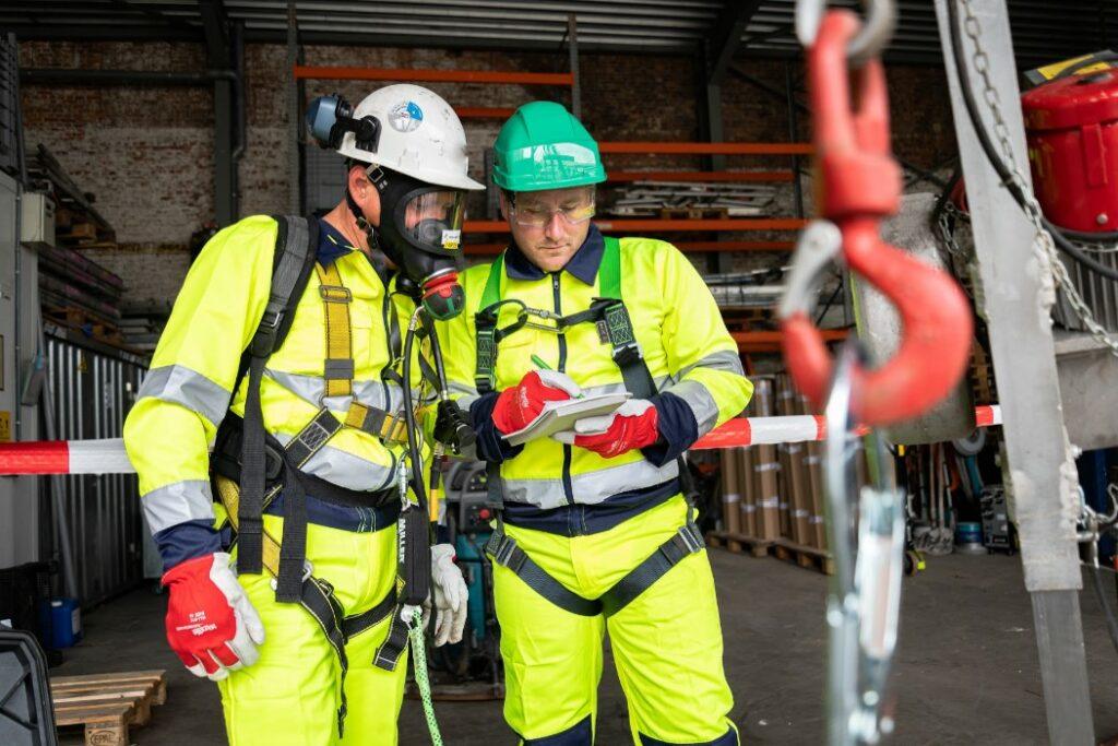 Safety Masters a reçu le certificat VCA P et peut alors travailler dans tous les secteurs, y compris le secteur pétrochimique.