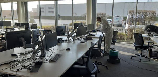 Retour au bureau après la pandémie de corona, cela demande une nouvelle approche pour le nettoyage.