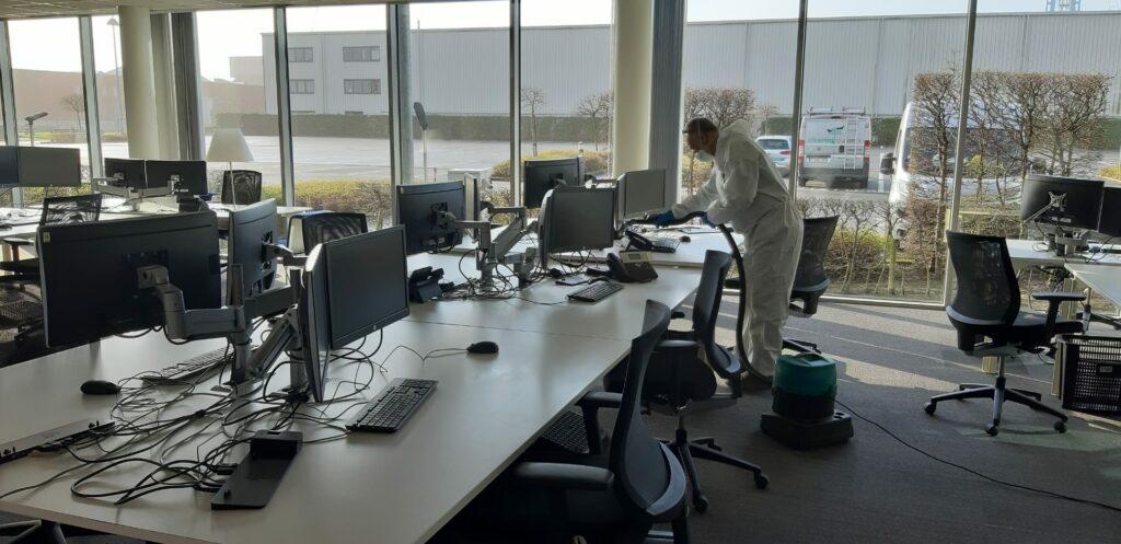 Ook als er terug meer naar kantoor wordt gegaan, kan telewerken een optie blijven. Op dagen dat een kantoor niet bezet is, kan er een grondige reiniging of desinfectie plaatsvinden.