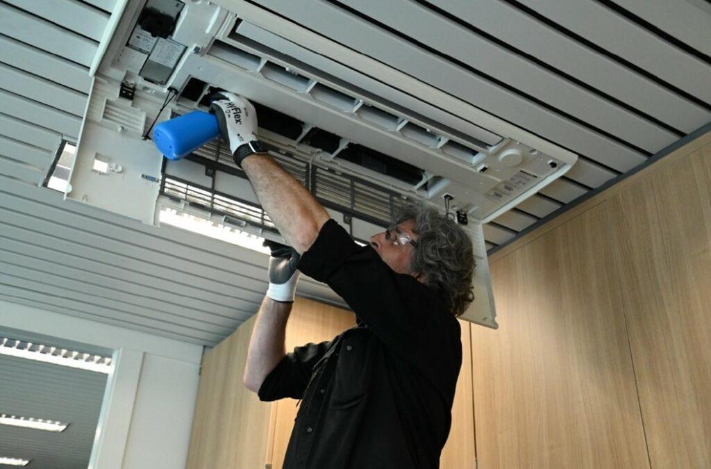 Maintenance Masters zorgt niet alleen voor een CO2-meter maar ook voor een correct onderhoud van het venitilatie systeem van de school.